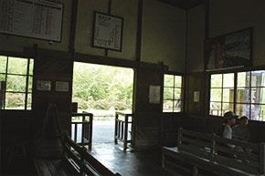嘉例川駅の中