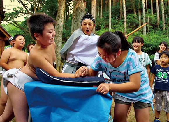 村の腕相撲大会