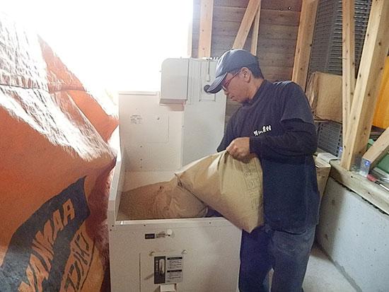 農業法人明るい農村 芋焼酎用のお米を精米