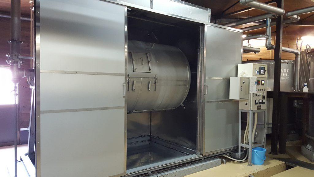 焼酎 を造る上で最初の工程、麹作りに使うドラム式米蒸機